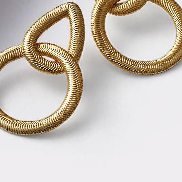 Aretes con baño de oro metales preciosos joyeria Yanbal