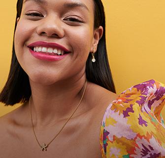 Modelos latinas con ideas de regalos joyería Yanbal
