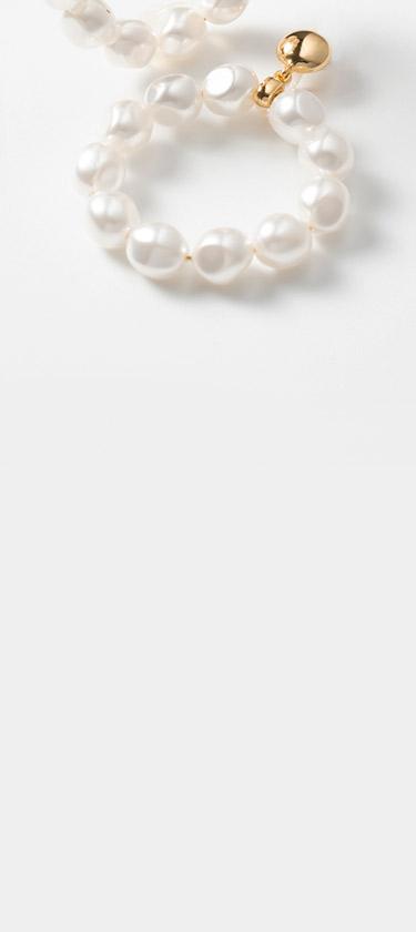 Aretes con perlas sostenibilidad joyeria Yanbal