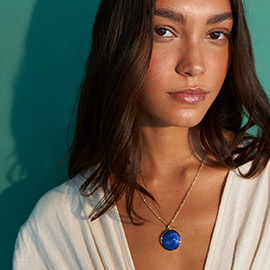 Modelo latina con joyas para todos los dias joyeria Yanbal